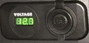 USBポート&ボルテージメーター