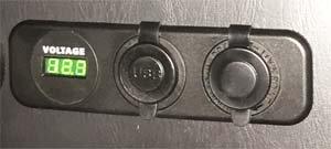 USBポート&シガーソケット&ボルテージメーター