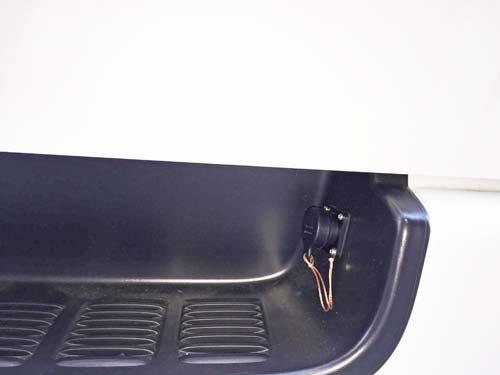 車外から100Vでんげんを引き込むためのプラグの取付施工例