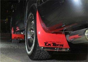 ランクル200専用赤色マッドフラップを装着