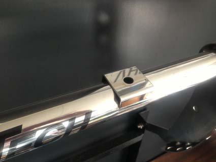 ランプバーのフォグランプを固定する台座