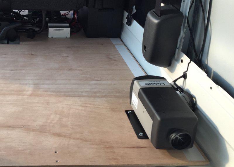 4型の200系ハイエースにベバストヒーターを取り付けた事例の写真