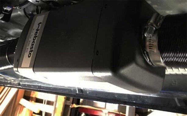 ベバストFFヒーターをハイエースの車体下に取り付け