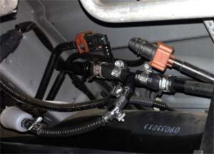 ベバストFFヒーター ディーゼル車は燃料ホースを分岐して取り付け