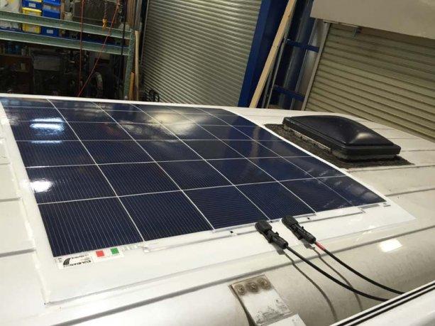 車載用薄型ソーラーパネル