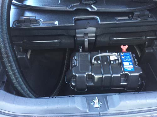 N-WGNのラゲッジルームにバッテリーを収納