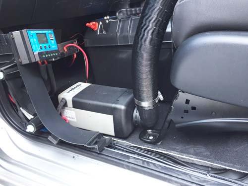 フリードハイブrッド車にベバストFFヒーター取付