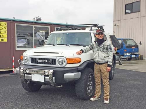 4WD・SUVパーツガイドの注目アイテムページの撮影にご協力いただいたFJクルーザーとオーナーさん