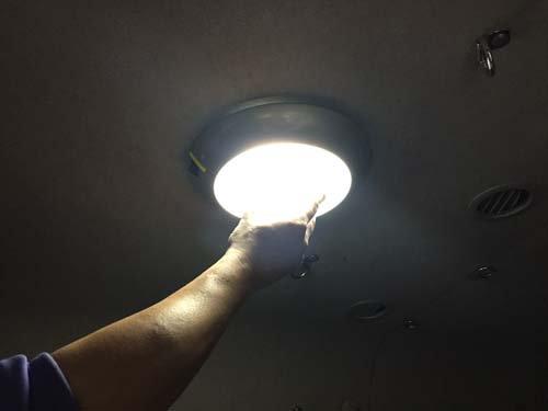 元々ついていたライトを交換しました