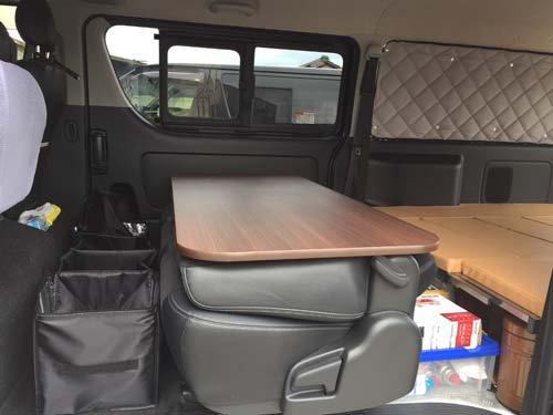 セカンドシートテーブルとT.K TECH ベッドキットの組み合わせ