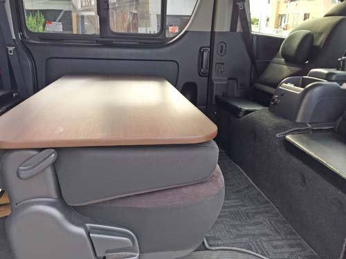 運転席助手席後ろを座席にする為のクッション