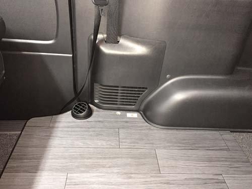 ハイエースディーゼル車にベバストFFヒーターを車体下に取り付け【画像2】
