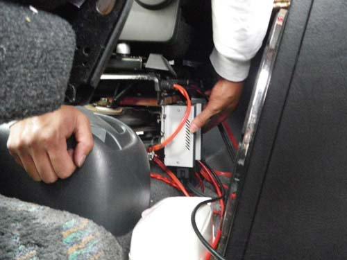 ツーリングハイエースに施工した走行充電器