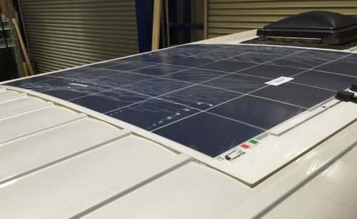 駐車場などの都合で車高制限がある場合に最適の薄型ソーラーパネル