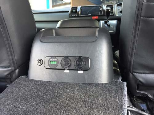 シガーソケット USBポート ボルテージメーターを取付