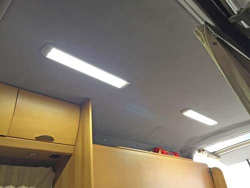 古い天井ライトをLEDシーリングライト60cmに取り替え