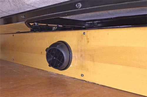 ベバストヒーター暖房出口のグリルを取付