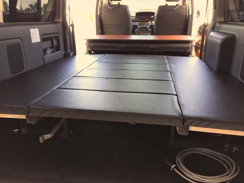 200系ハイエースS-GL用ベッドキットの高さは上も下も考えた高さで設計