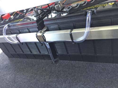 バッテリ充電時に発生するガスを車外に排出 ガス抜きホース取付