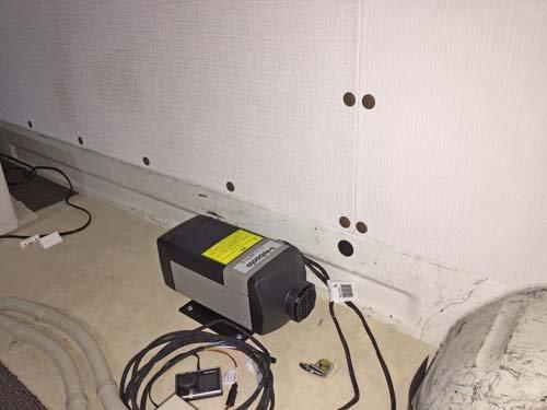 ベバストFFヒーターをハイエースに取付。基本料金での施工