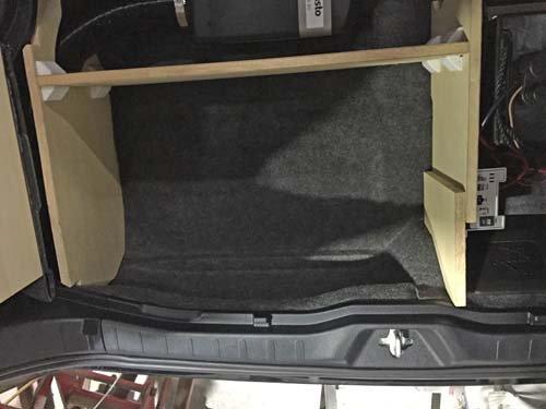 R80ヴォクシー 収納スペースを木枠で分割