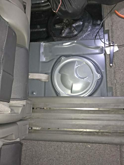 ステップワゴンの燃料タンクにアクセスできる窓