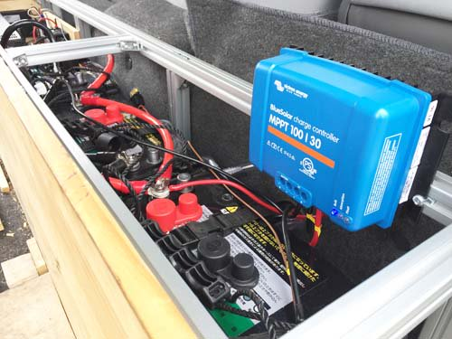 MPPT方式充電のソーラーパネルコントローラー