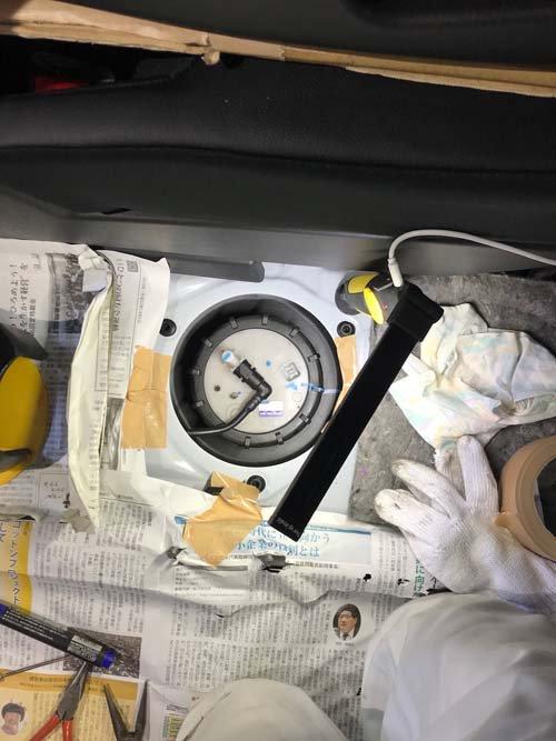 フリードハイブリッドの燃料タンクアクセス窓