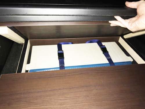 フリードハイブリッドのラゲッジスペースに電装品を収納するBOXを作成
