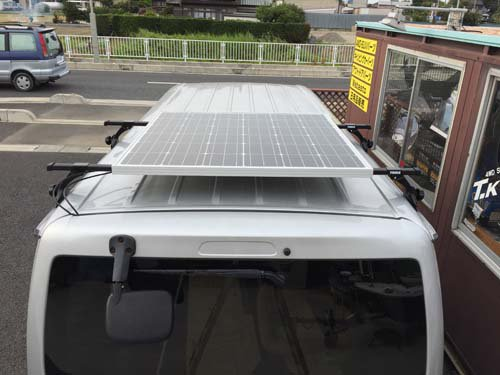 ハイエースにハードタイプのソーラーパネルを取り付け施工