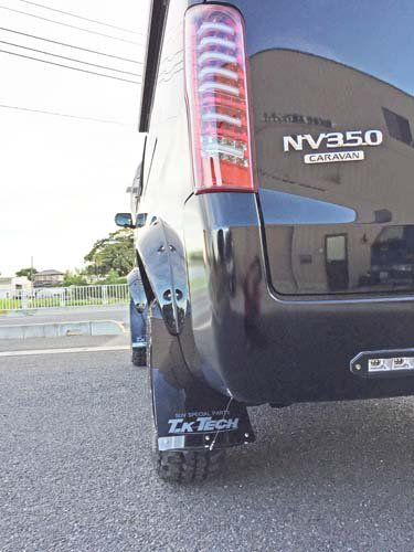 NV350キャラバンにマッドフラップ取付