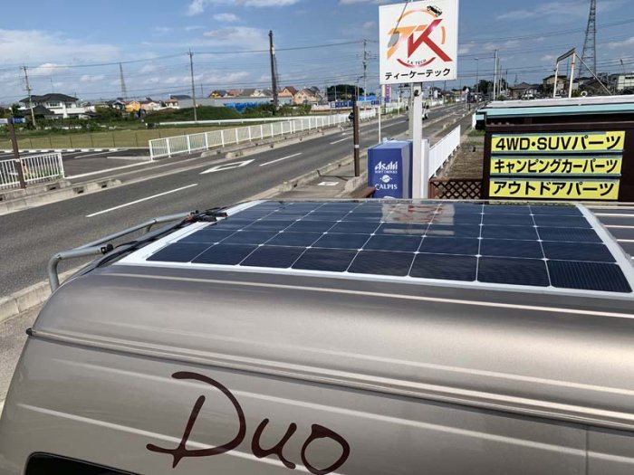 薄型ソーラーパネルをハイエースに取り付け