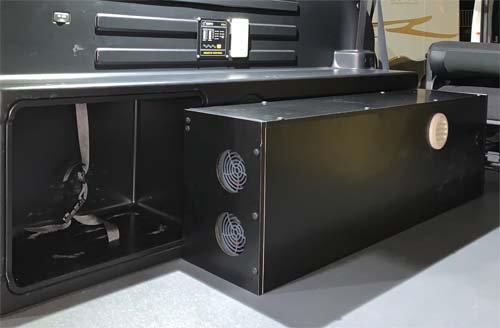 モデリスタ仕様の200系ハイエースに電装品を取付施工してBOXも作成しました