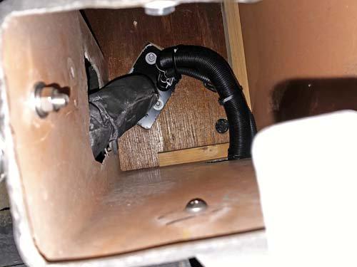ベバストヒーターの吸気管と排気管