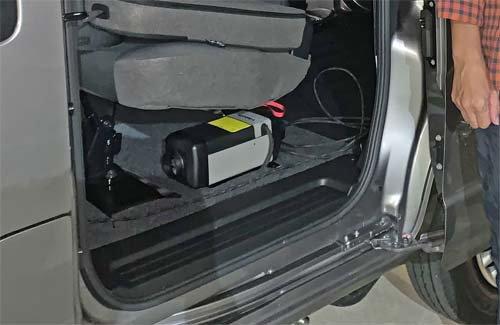 NV200バネットにベバストヒーター取付