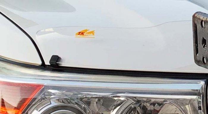 ランクル200に付いているバグガード「フロントプロテクター」