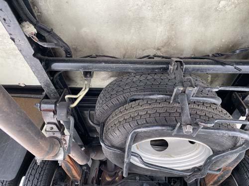 ベバストFFヒーターの取り付ける箇所の真下はスペアタイヤが