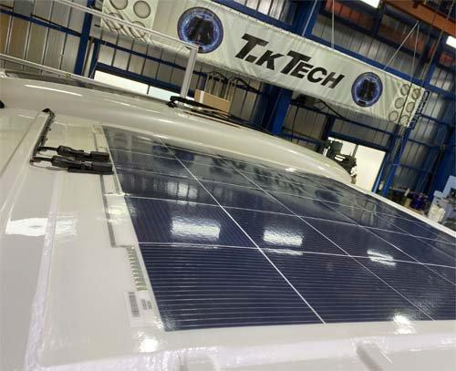 200系ハイエースに薄型ソーラーパネルを取りつけ