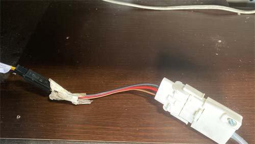 ベバストヒーターのコンピューター診断でコネクターをつなぎます