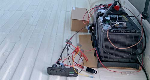 ディープサイクルバッテリーと計器の配線