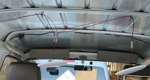 ボンゴブローニーの天井ライト。配線しました