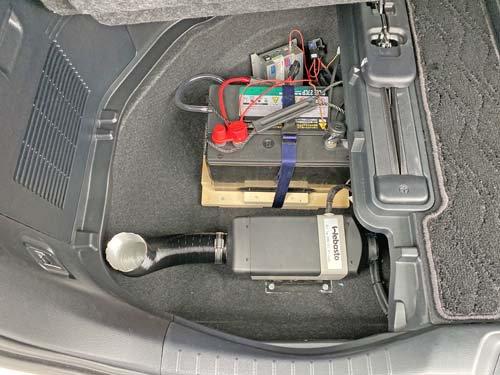 アルファードのラゲッジスペースにベバストヒーターやディープサイクルバッテリーなどを固定