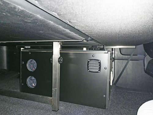 ハイエースベッド下に電装BOXを製作