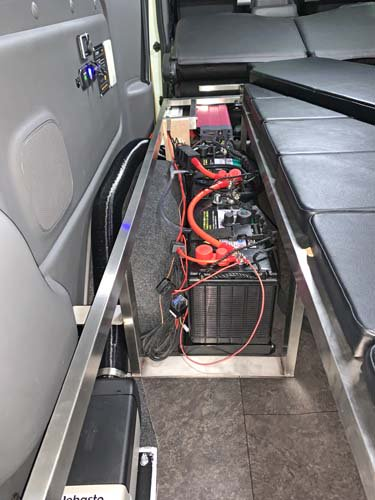 座れる車中泊ベッド-NV350キャラバン用【画像4】