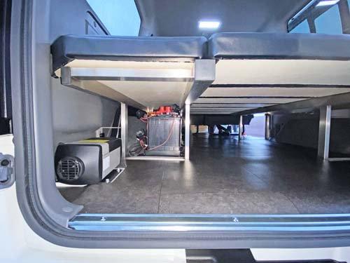 座れる車中泊ベッド-キャラバン用はベッド下にバッテリーも置けちゃう