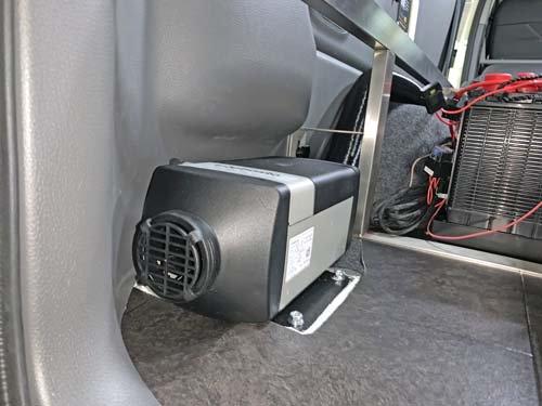 NV350キャラバンプレミアムGXにベバストFFヒーターを取付