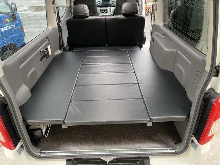 座れる車中泊ベッド-キャラバン用を製作・取り付け