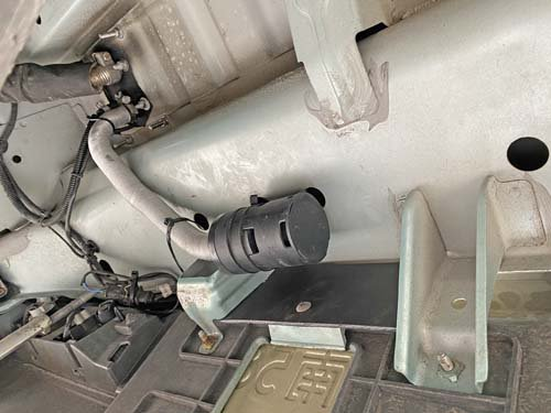 NV100クリッパーリオのベバストヒーターの吸気管の場所を移動
