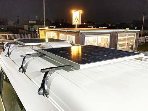 ハイエースキャンピングカーにソーラーパネルを取り付け施工