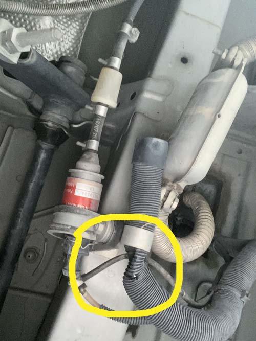 ベバストヒーターの吸気管がつぶれている